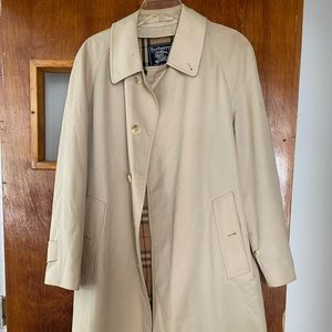 Classy Burberry trench coat England made